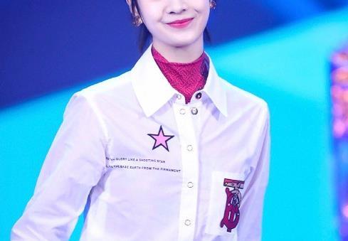 李庚希穿白衬衫,张子枫穿白衬衫,看到欧阳娜娜:你才20岁!