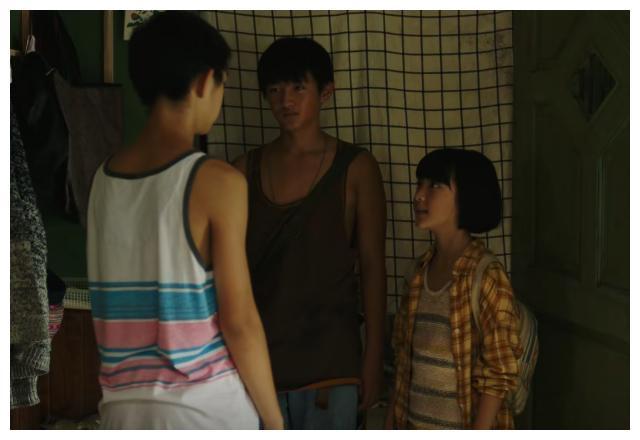 《隐秘的角落》为什么朱朝阳那么爱吃垃圾食品?
