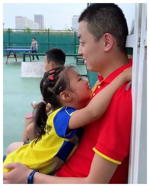 小女孩被教练训斥后火了,立志要成世界冠军,邓亚萍亲自指导