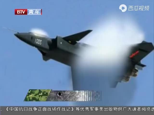 超音速战机制造奇异云彩