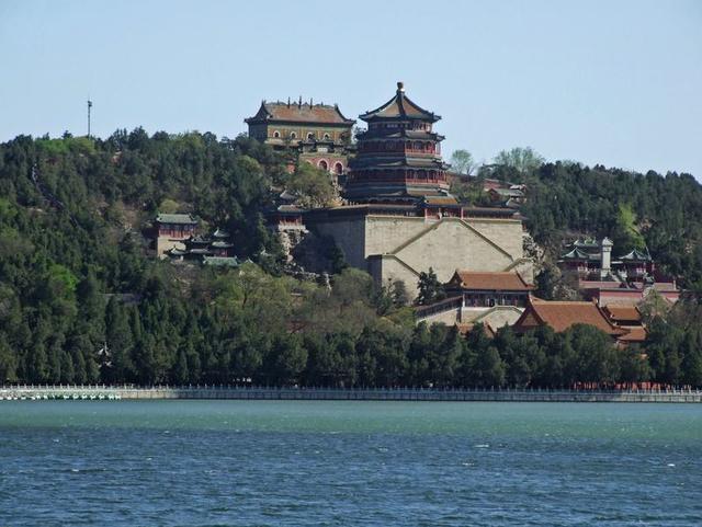 我国现存的最大园林,以杭州西湖为蓝本,景色宜人就在北京