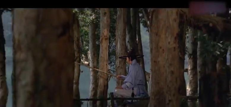 四大杀手追踪隐世高手,想趁他钓鱼时偷袭,谁料高手鱼竿里藏剑!