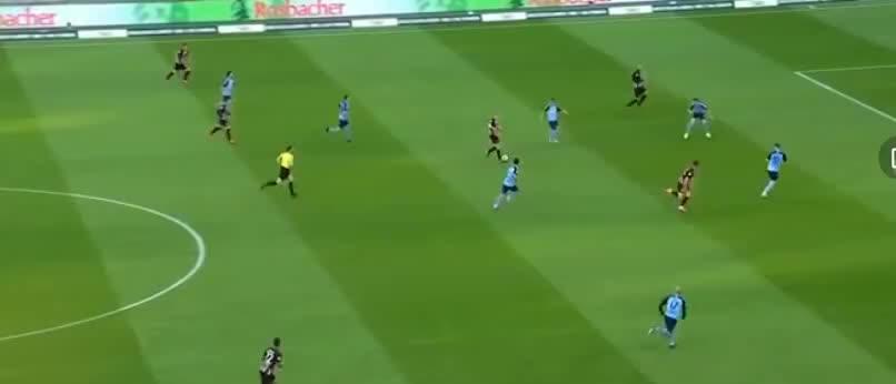钱德勒前场得球后分到禁区右侧,安德烈席尔瓦跟上右脚抽射破门