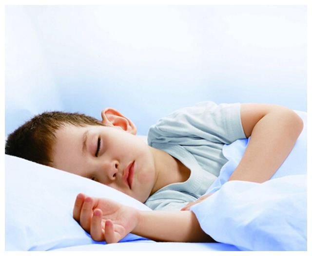 孩子这几种睡前习惯,14岁后就很难再长高,身高白白损失10厘米