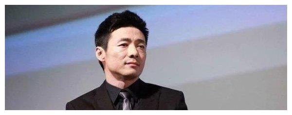 46岁祖峰罕见露面,发福明显撞脸徐峥,和刘天池结婚10年恩爱如初