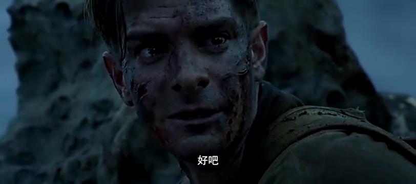 戴斯蒙德独自留在钢锯岭战场,四处搜寻伤员
