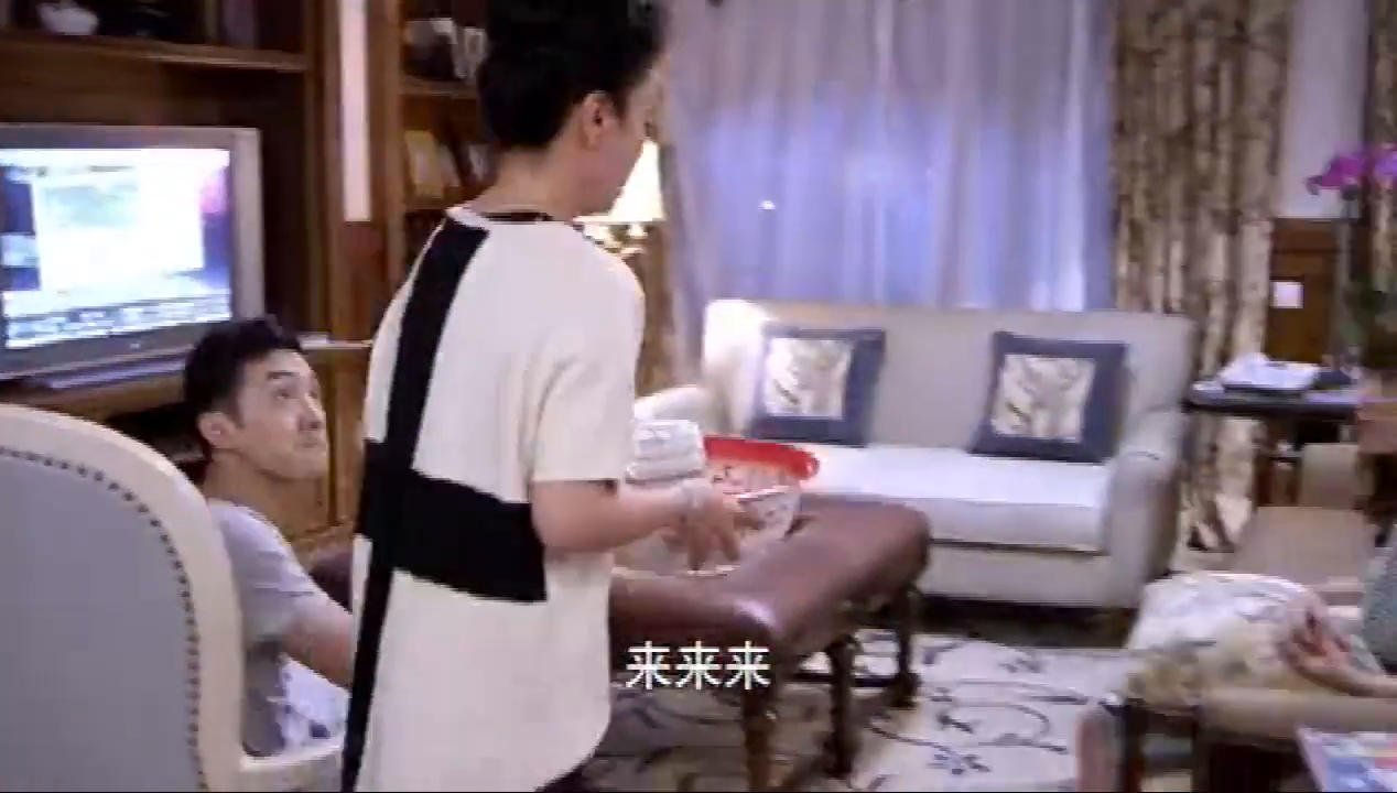 傅艺伟为了让儿媳妇去检查怀的是男孩女孩,竟然亲自给媳妇洗脚
