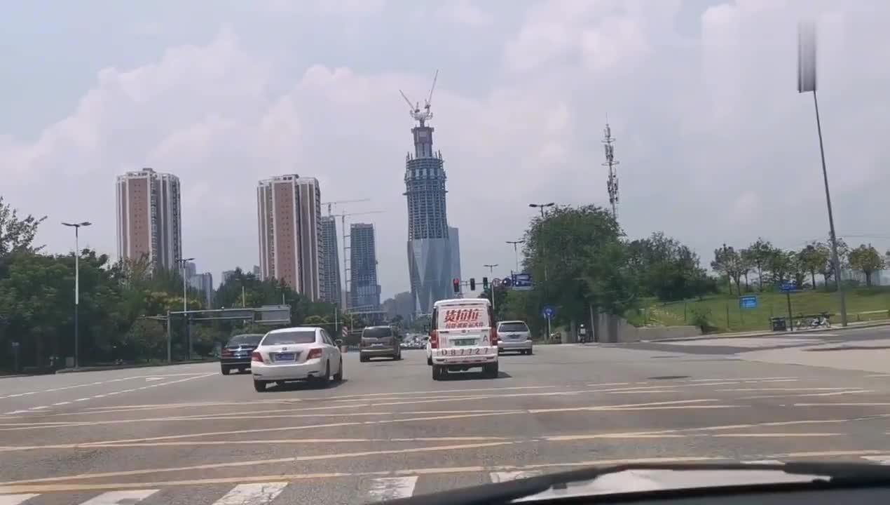 成都第一高楼,最新修建进展,看外观咯!