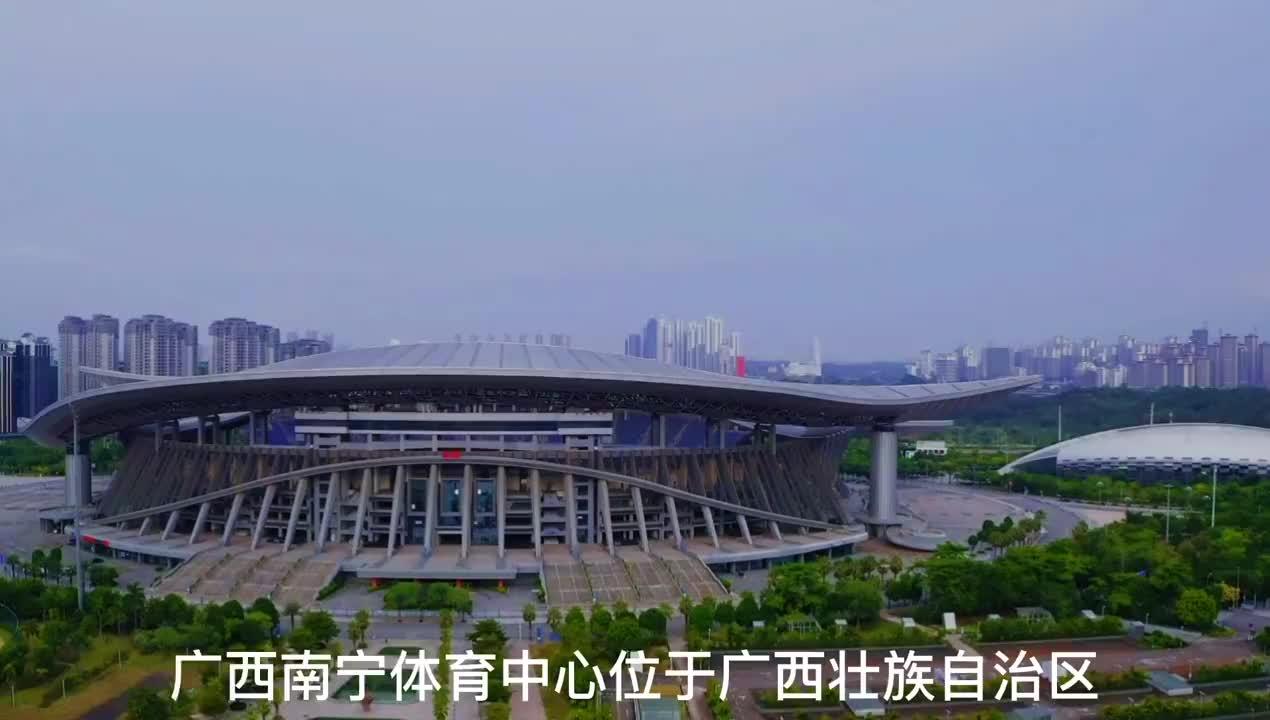 航拍广西南宁体育中心,投资了55亿修建,造型独特看看像什么?