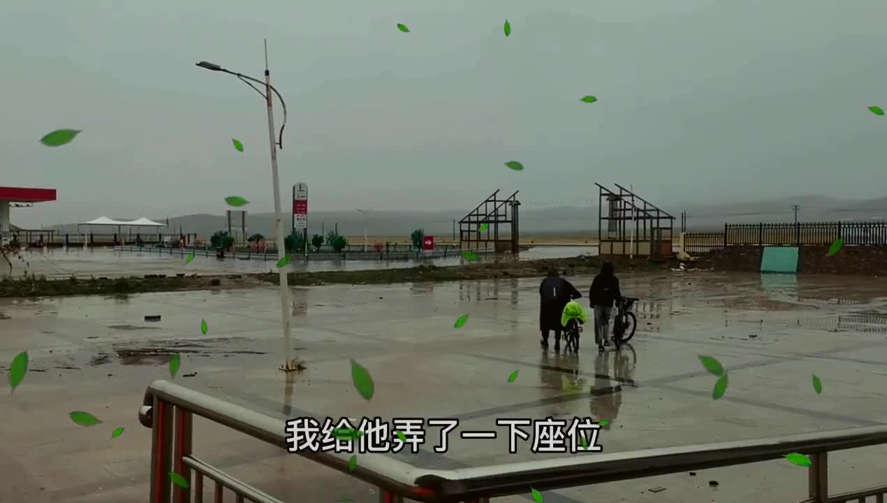 骑摩托车旅游买什么帐篷好小伙在青海湖淋了一天雨告诉你答案