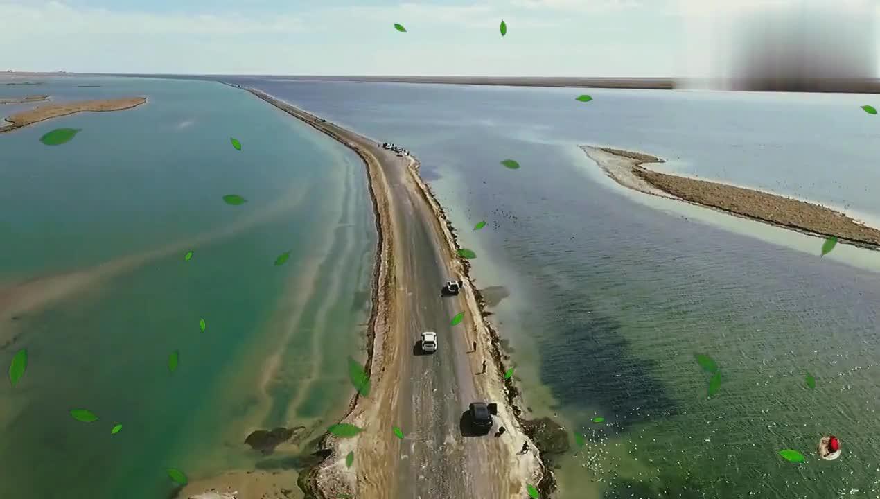 国道穿湖而过,湖泊一分为二呈现不同颜色,奇观