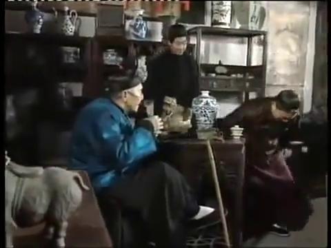 古玩店老板一眼就看出老爷子拿来的瓷器的来路,文玩眼力很重要