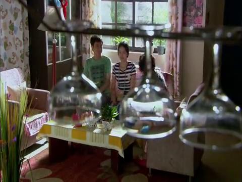 张三斤和花儿来到了浮云家里,浮云还问两人怎么这么草率