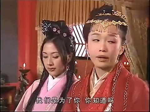 丑皇后把皇上拽走了,三妃被废冷宫那烛台撒气!