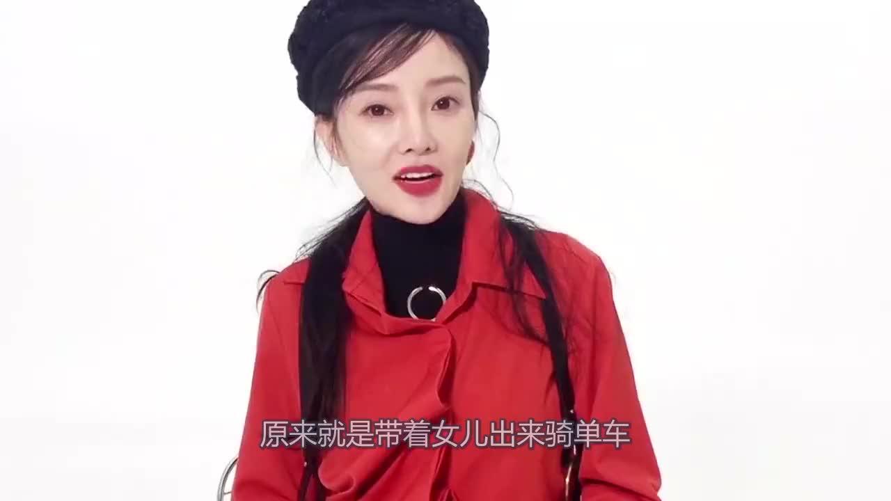 李小璐带甜馨骑单车,网友喊话贾乃亮,一家人在一起才温馨