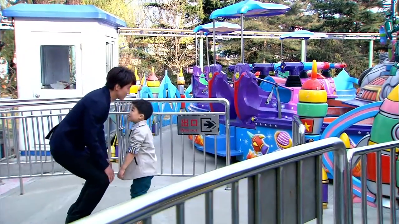 吴桐获得了童童的探视权高兴坏了,厉仲谋却很好奇童童是怎么来的
