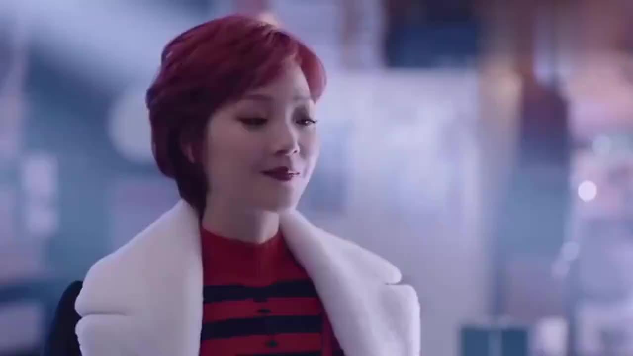 赛琳娜换了新发型,又兴冲冲地见徐天,刚一开口就被徐天浇了冷水