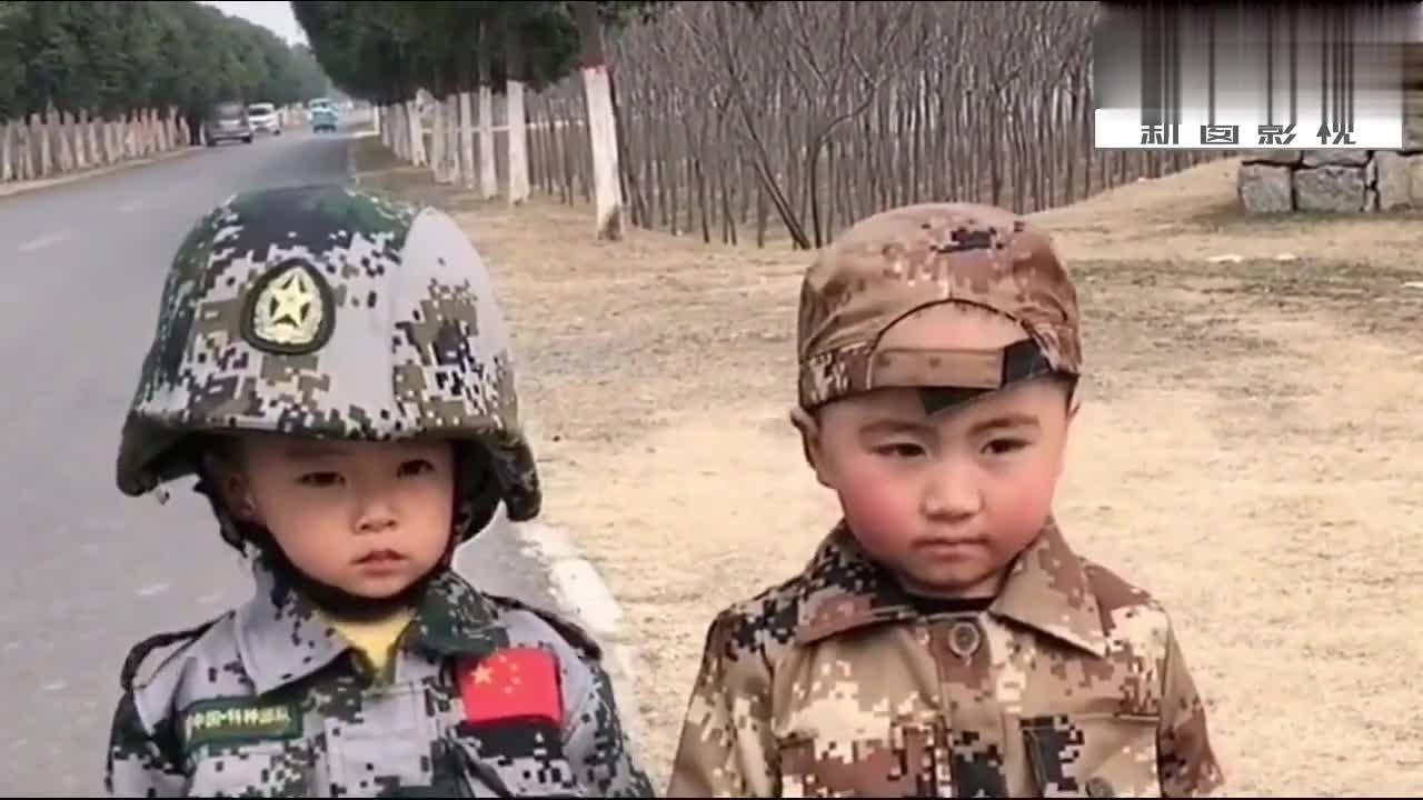 爸爸在家军训三岁双胞胎宝宝,没想到两个孩子都不听爸爸的指挥了