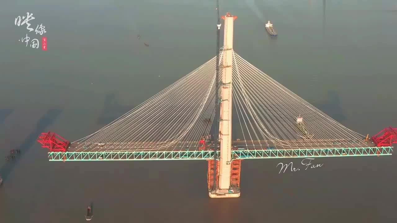 沪苏通长江大桥航拍延时穿梭在万里长江上的这条钢铁巨龙