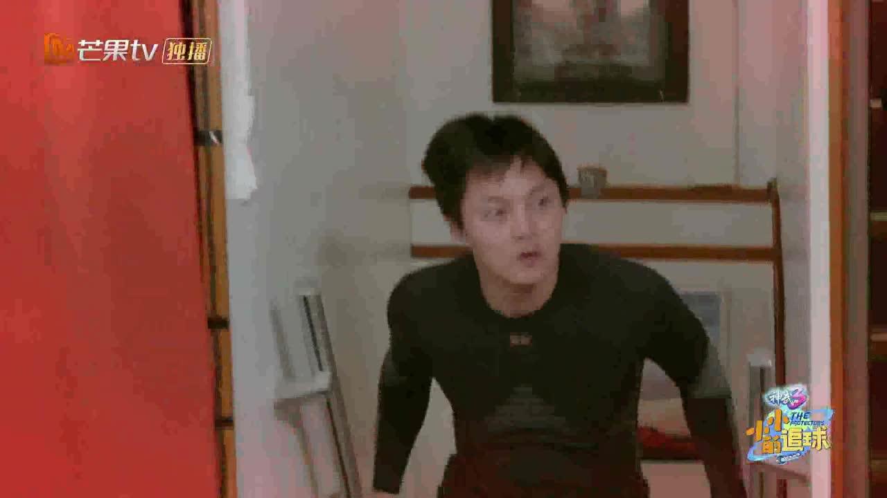 王彦霖尹正太刚了,在北极游了个泳!黄子韬怂了,没敢下水!