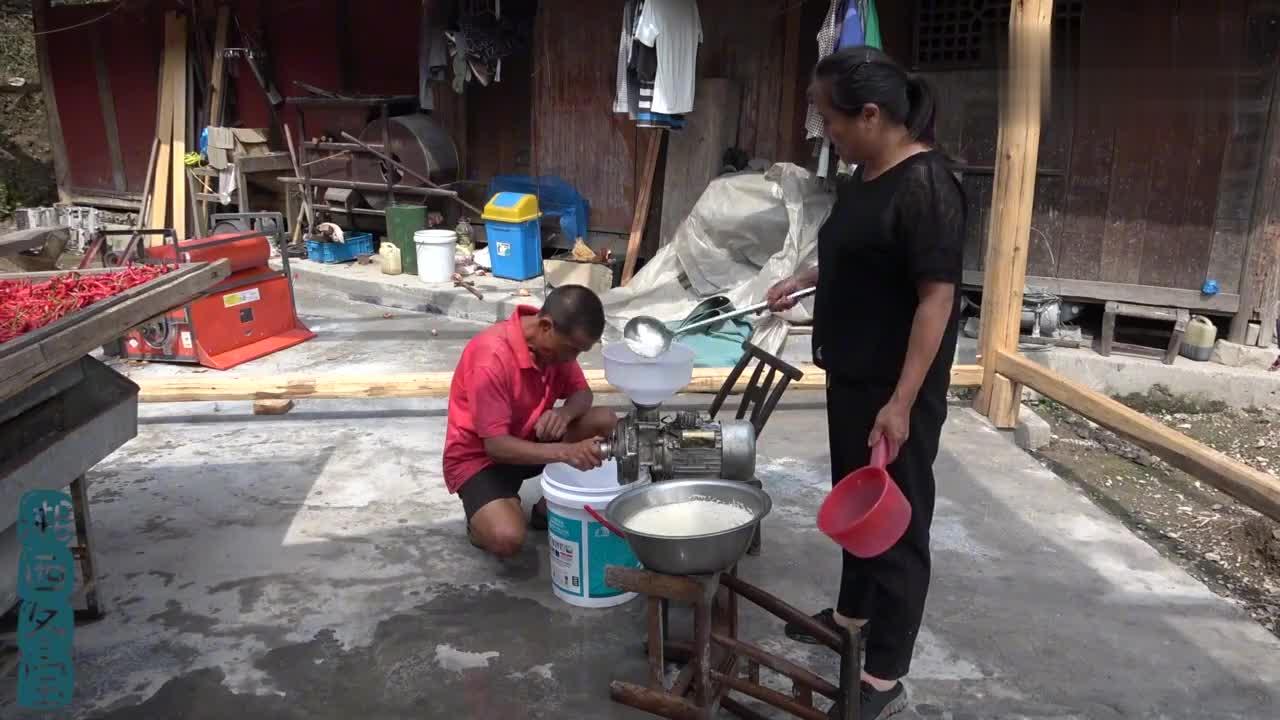 冬宝困扰多年的湘西米豆腐做法,妈妈来个现场教学,原来这么简单