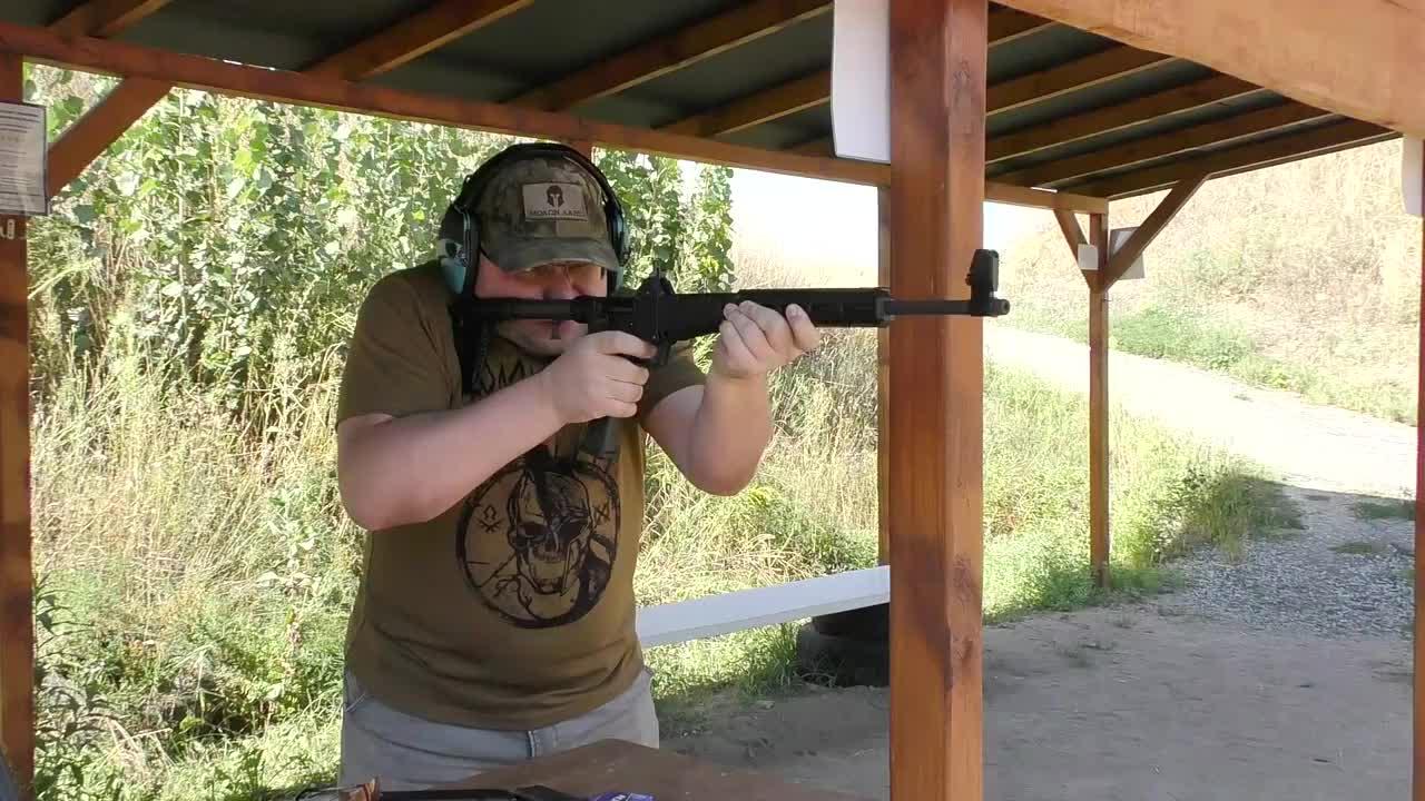 靶场实测:与众不同的SUB-2000卡宾枪,可折叠易携带是它的优点