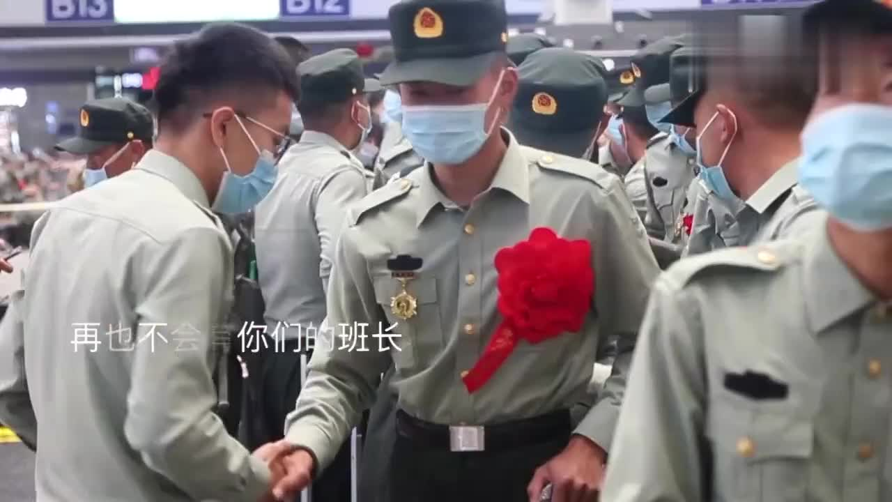 """""""打仗时再喊我们回来!""""新疆军区首批退伍老兵含泪返乡"""