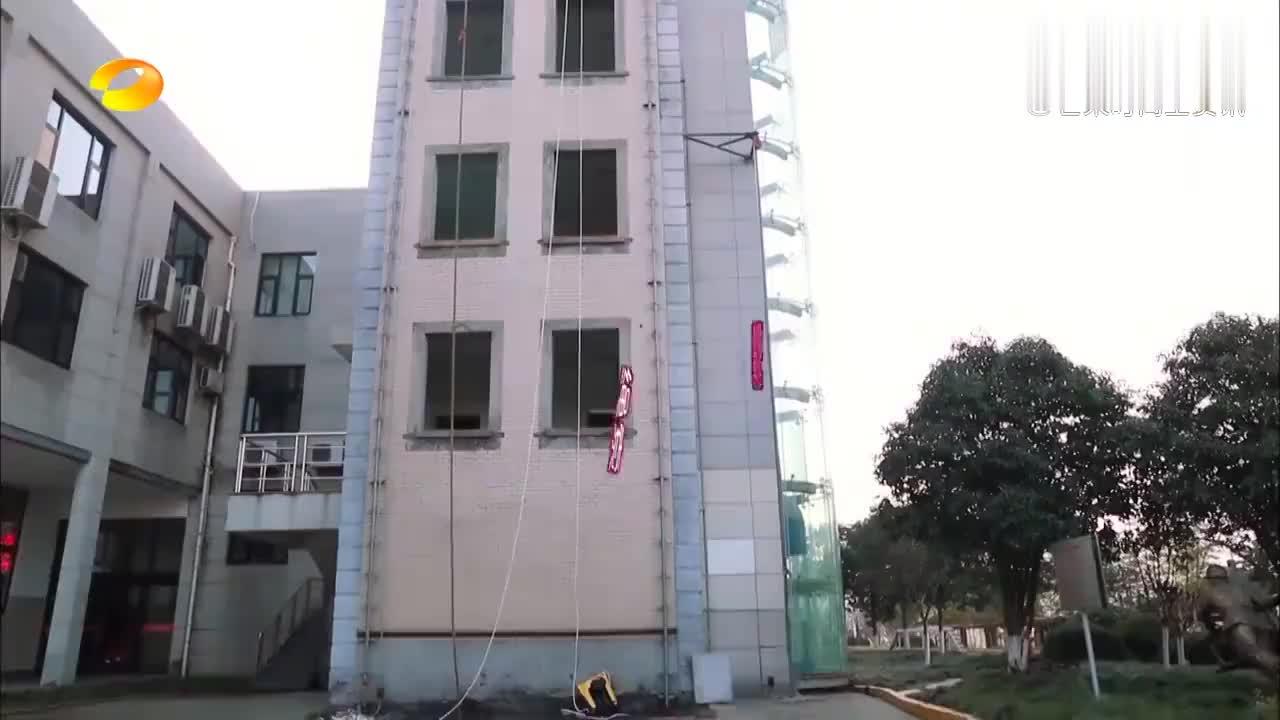 消防员用一根绳子,从一楼到四楼只要19秒,傅园慧看呆了!