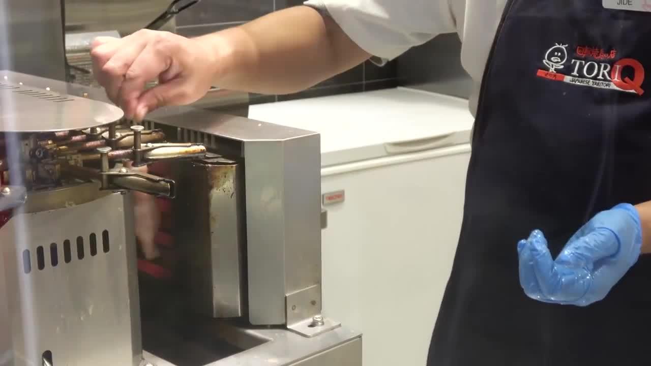 半自动化烧烤机这发明厉害了,操作省时省力