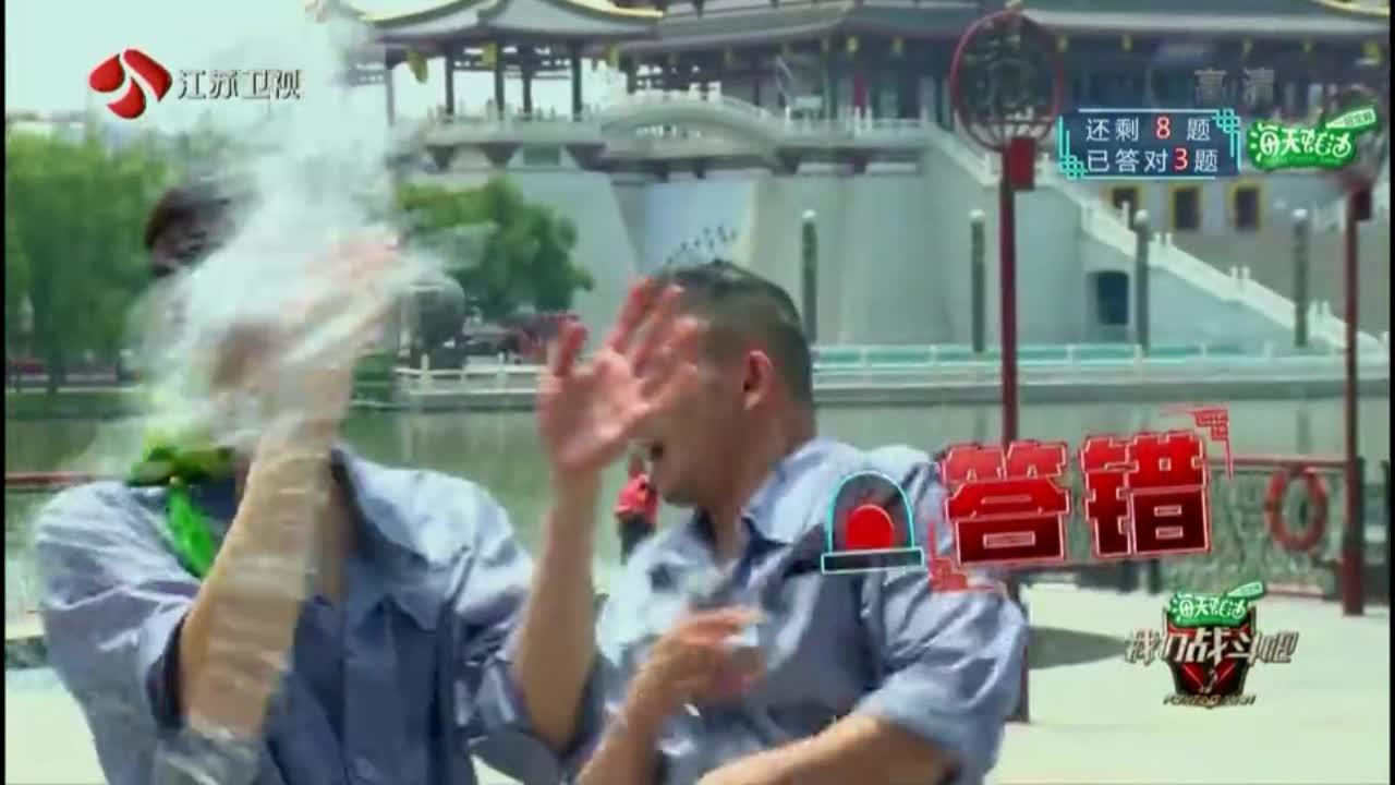 战斗吧:王嘉尔非要和井柏然唱反调,结果又被泼水,快被队友气死