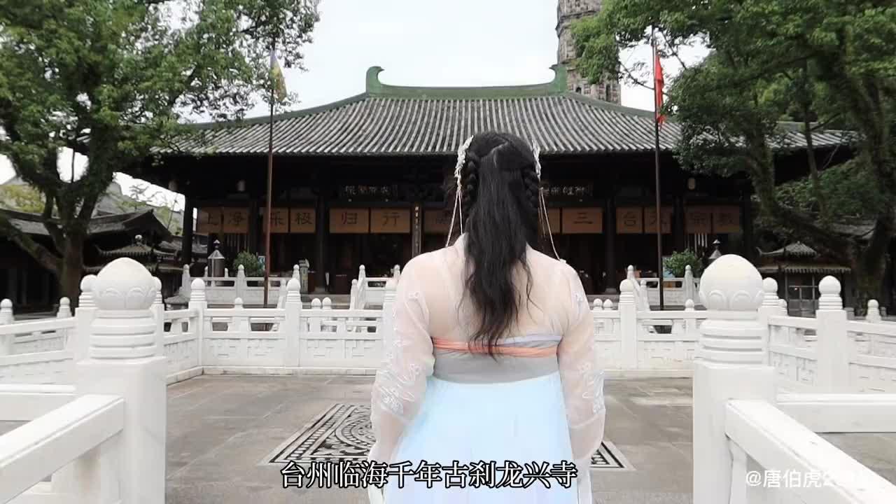 台州临海千年古刹龙兴寺,有一个佛塔藏有1000多尊佛像,造型精美