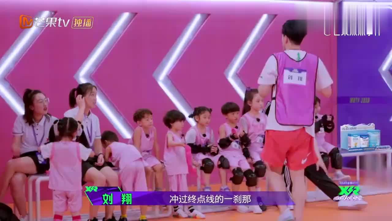 陈立农刘翔超护小瑞娜,看见她受委屈,农农下意识的反应太圈粉!