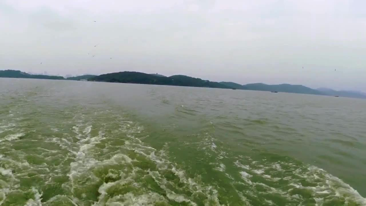 太湖横跨两省四市,以无锡太湖名声最甚,太湖佳绝处,鼋头渚