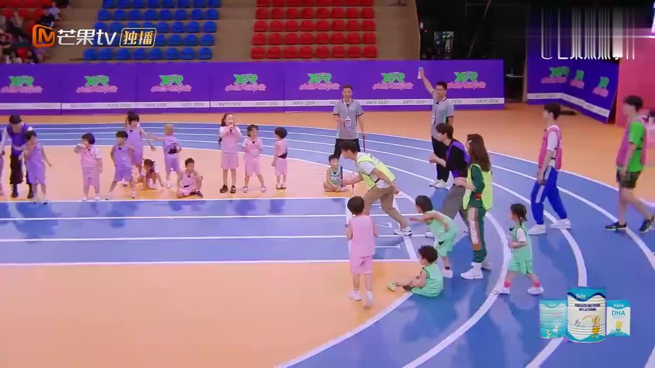 刘翔再次回归赛道,起步速度太快根本刹不住,萌娃都吓得吃手了!
