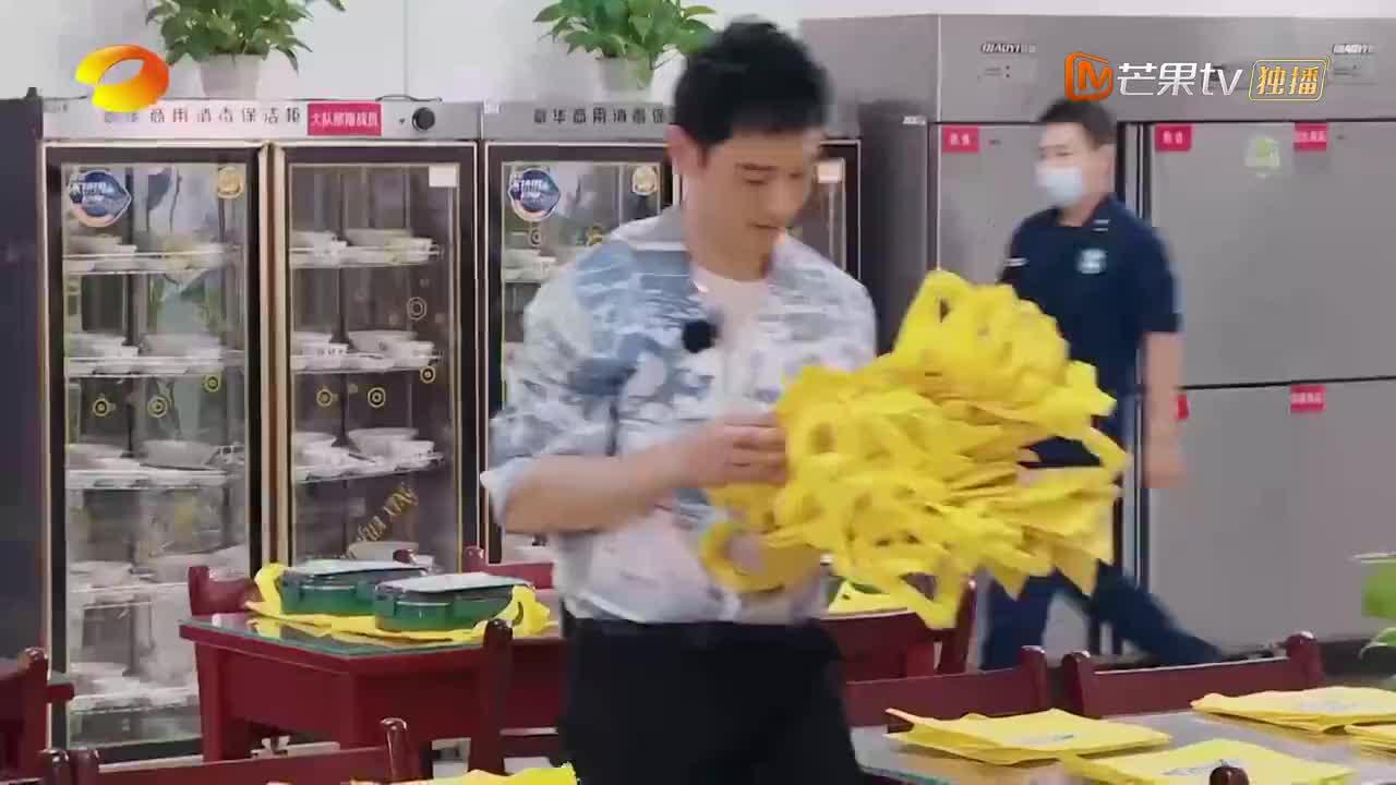 中餐厅4:黄晓明带着杨超越,为消防战士送爱心盒饭
