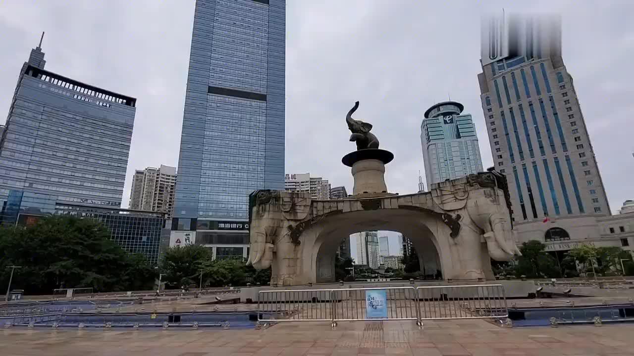 南宁的地王大厦,站在上面可以俯瞰整个南宁市,太壮观了