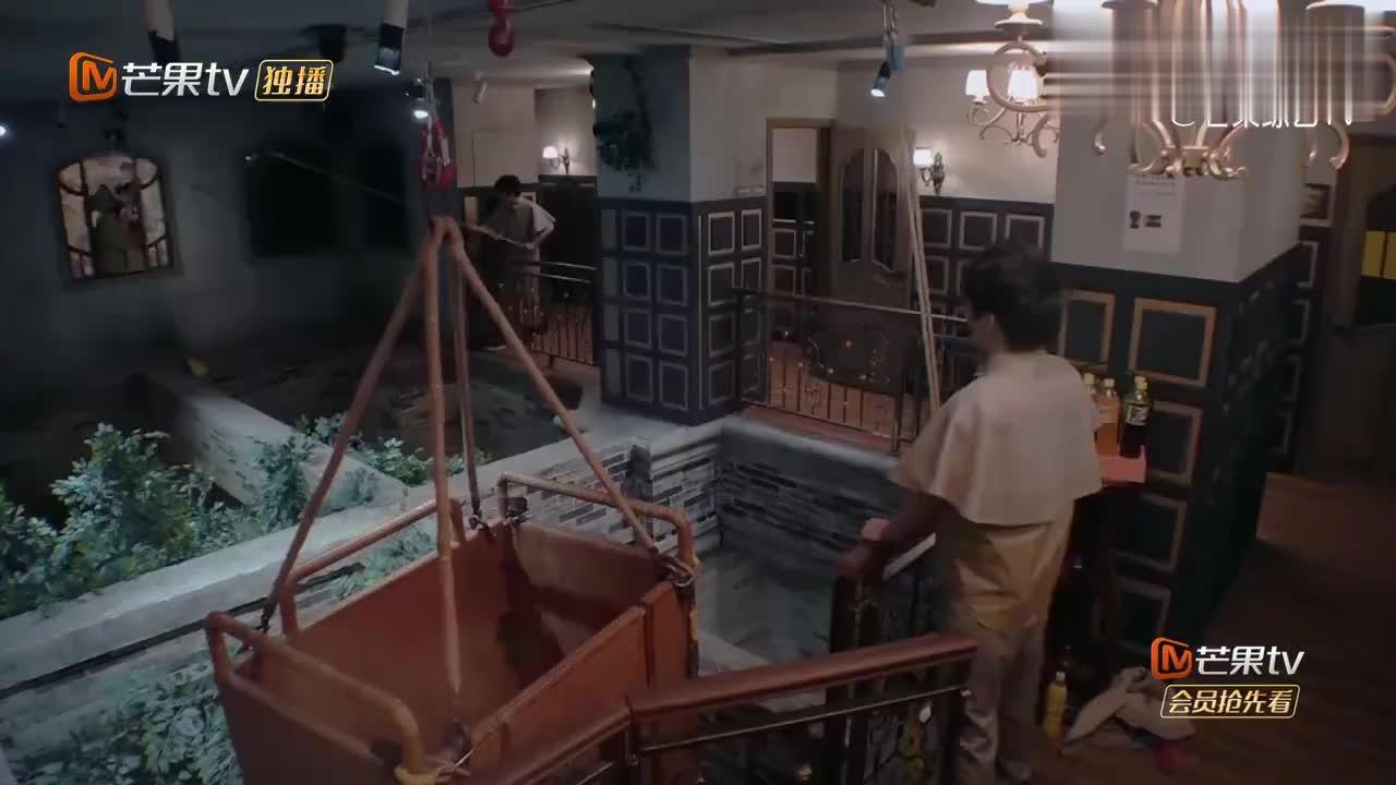 密逃:郭麒麟用竹竿拽安全绳,谁料中途发生意外,把杨幂吓一跳!