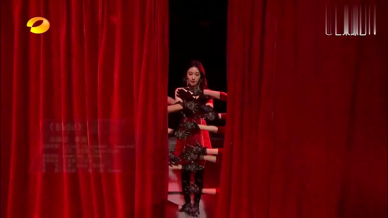 张俪唱跳《Holle》,跪在舞台中央那一刻,比张雨绮还有味道!
