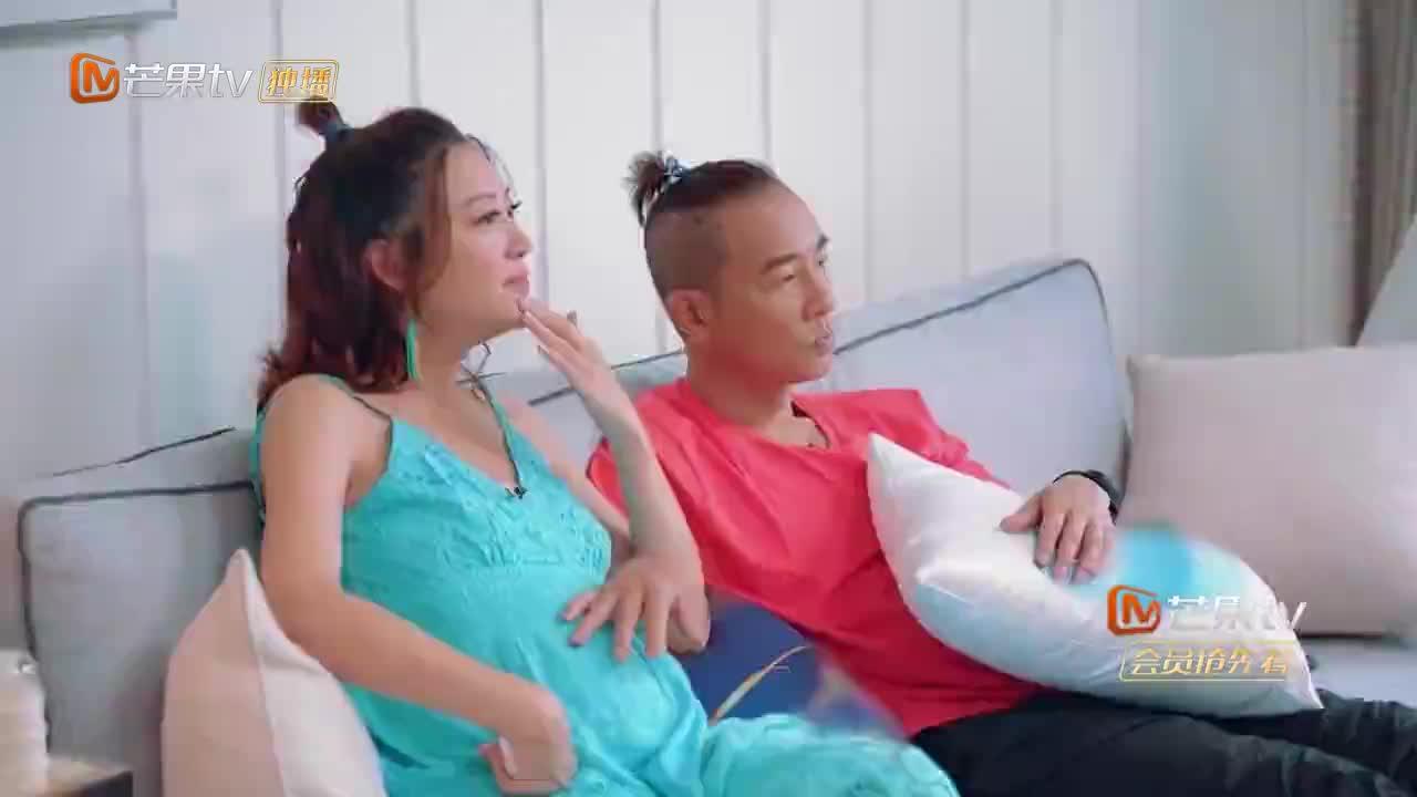 陈小春带应采儿就餐,连盖饭都用鲍鱼海参当菜吃,豪气不言而喻!