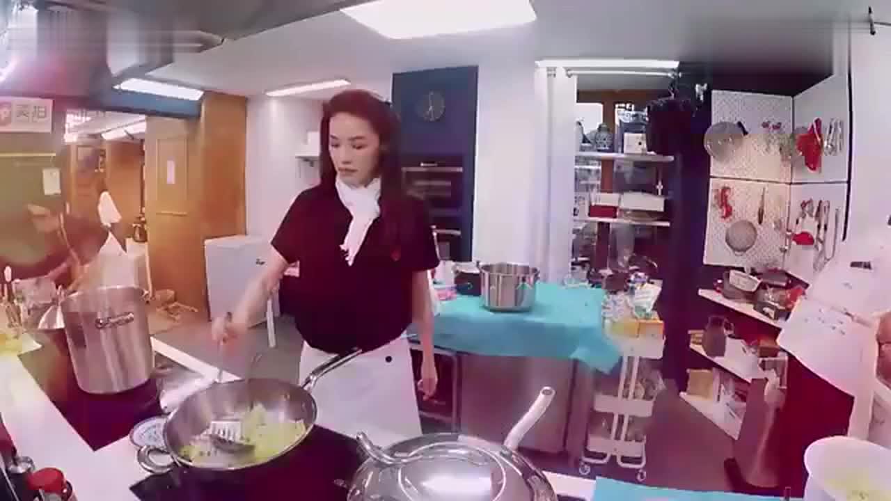 《中餐厅2》8月24日看点:主厨轮流转 男女双方业绩大比拼