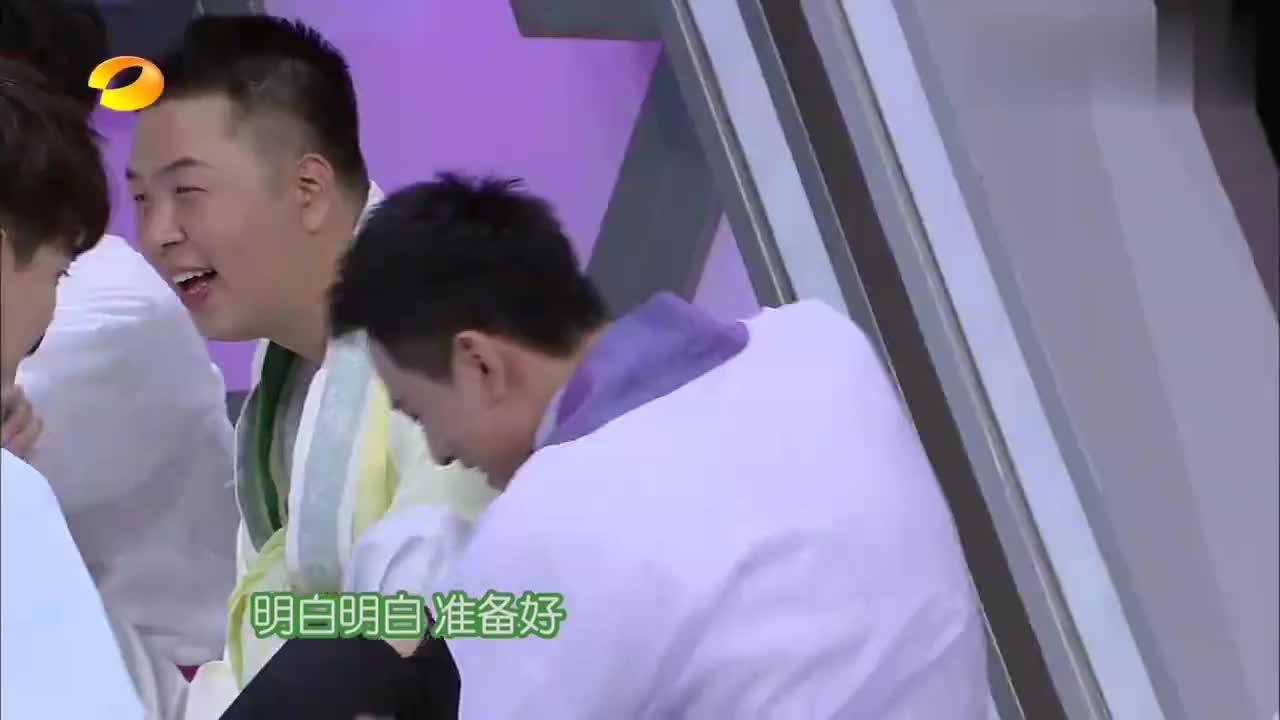 快乐大本营:杨紫亲手喂秦俊杰吃粽子,满屏狗粮就问你吃不吃!