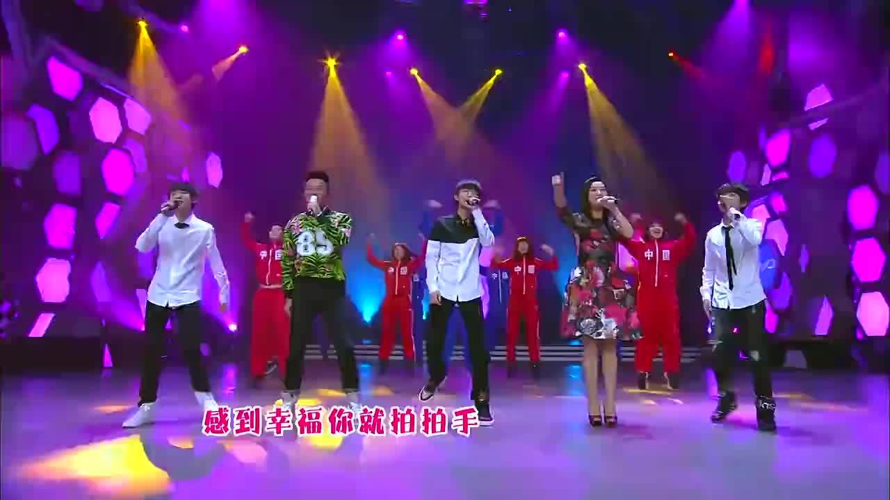 三小只和凤凰传奇同台表演,台风一点不输前辈,王俊凯大长腿抢镜