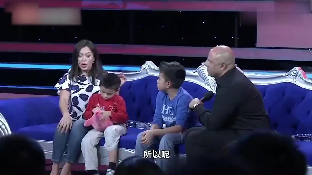 史可谈两个儿子,混血儿子颜值超高,大儿子精通三国语言令人佩服