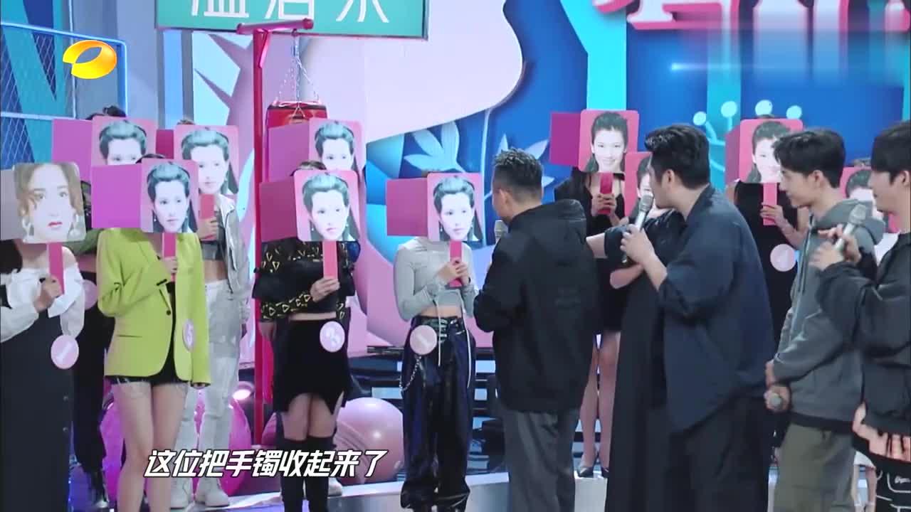 54岁李若彤重返荧屏,当年的小龙女记忆犹新,汪涵激动坏了!