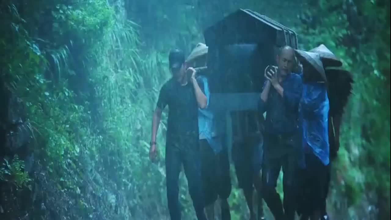 江山如此多娇扶贫路上不容易老头为了一口棺材让干部遇难