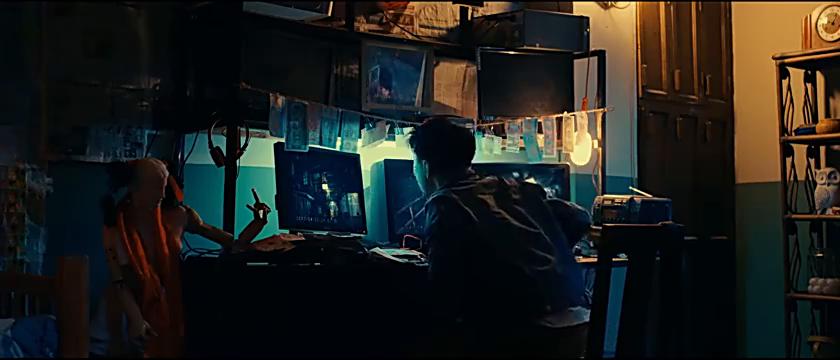 影视片段小伙躲避房租火速逃跑不料包租婆布下天罗地网插翅难逃!