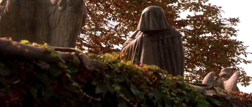 儿子很诡异,喜欢在陵墓中玩耍,神秘男子的一句话吓得不知所错