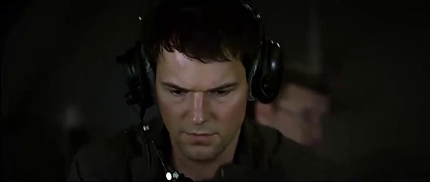 模拟飞行中丹尼拉灵活操作,使得飞机安全着陆