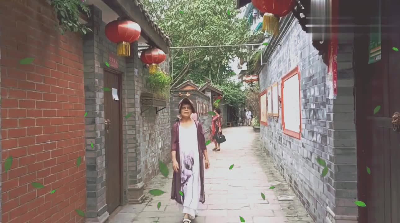 生活日记(古镇三)姥姥和同伴游崇宁公园,参与市井文化唱红歌