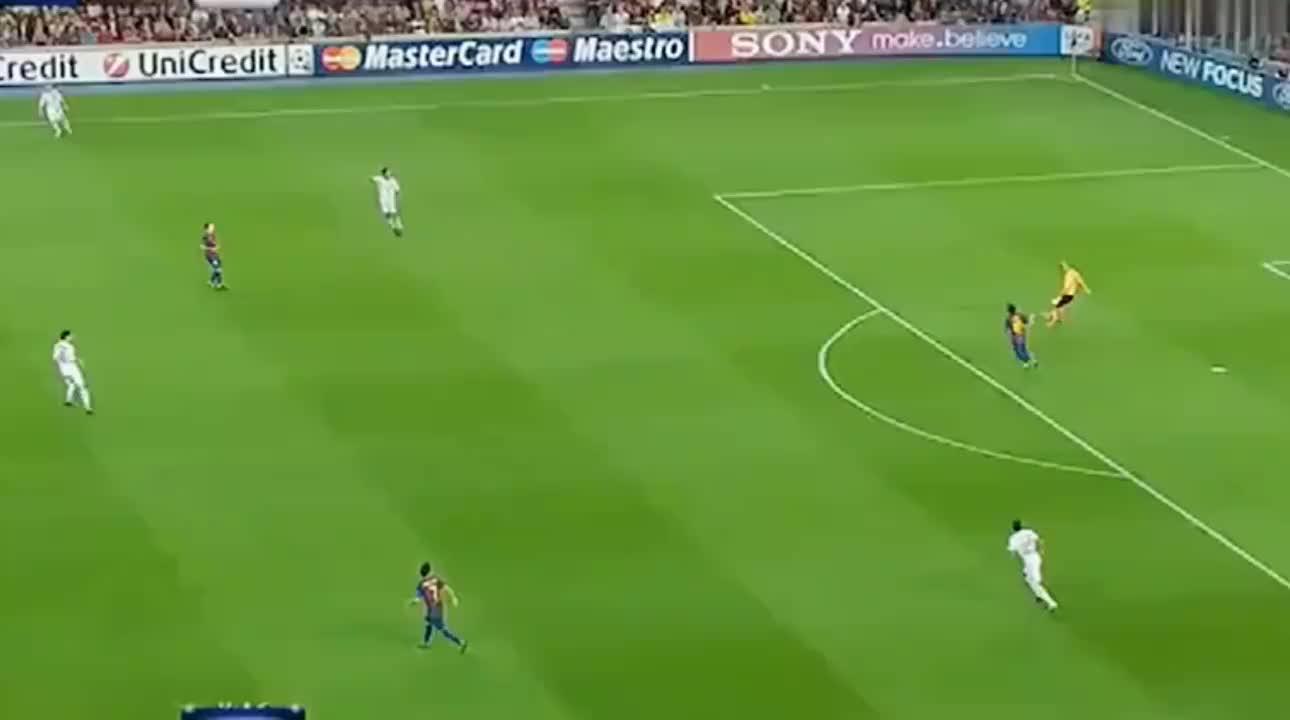 欧冠经典 帕托AC米兰时期最精彩一次进球,面对巅峰巴萨毫不脚软